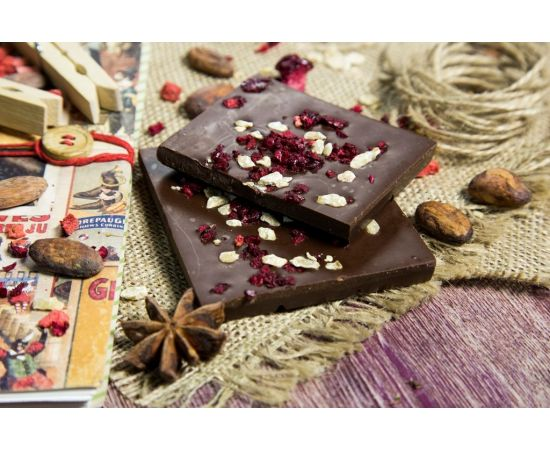 """Молочный шоколад """"Брусника и кедровый жмых"""", фото"""